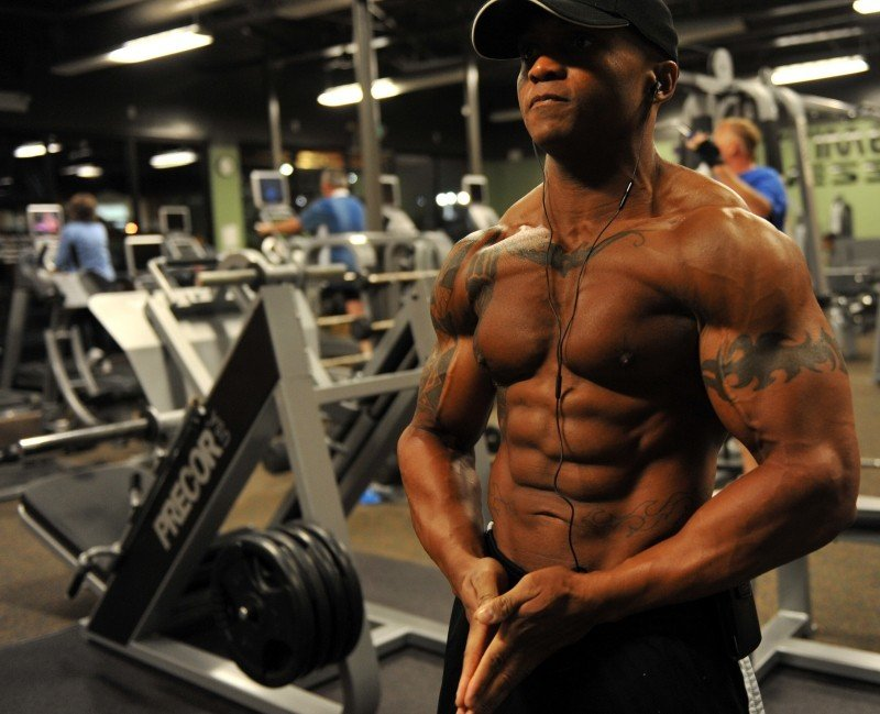 bodybuilder-weight-training-stress-muscular
